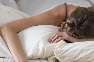 Berkeringat Banyak Saat Bangun Tidur Itu Tidak Wajar, Ini Alasannya!